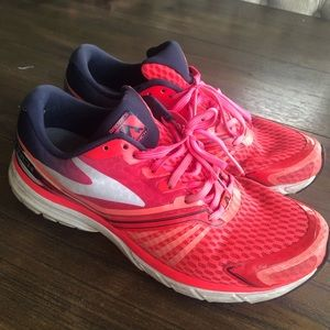 Brooks/ launch running shoes